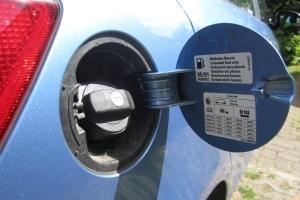 Neues Auto einfahren: Egal ob Benzin oder Diesel getankt wird, der Motor sollte zunächst nicht unter Volllast laufen.