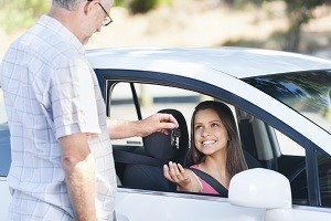 Möchten Sie ein Auto gewinnbringend verkaufen, sollten Sie auf eher gedeckte Lackfarben setzen.