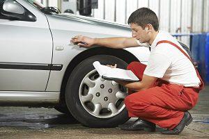 Die beim Auto anfallenden Überführungskosten beinhalten meist auch eine erste Inspektion.