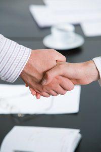 Beim Autokauf endet der Ablauf nicht mit der Unterzeichnung des Kaufvertrags.