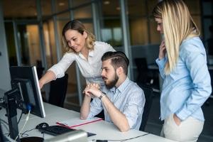 Autonomes Fahren kann dazu führen, dass die Arbeitszeit nicht auf das Büro beschränkt bleibt.