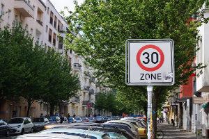 Autonomes Fahren bedeutet auch, dass ein Fahrzeug automatisch einen geeigneten Parkplatz finden kann.