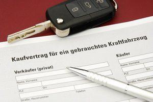 Beim Autoverkauf muss der Haftungsausschluss richtig formuliert werden.