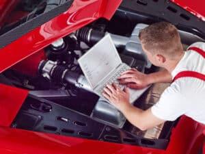 Vor einem Autoverkauf ist es hilfreich, ein Wertgutachten anfertigen zu lassen.