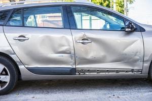 Autoversicherung: Die Haftpflicht zahlt nicht für Schäden am eigenen Pkw.