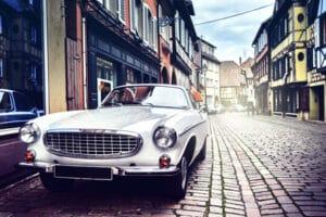 Bei einer Autoversteigerung werden nicht nur Oldtimer angeboten.