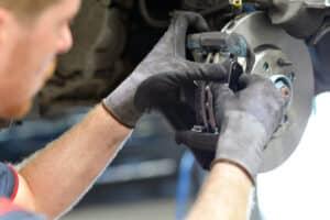 Ein Bremsen-Check kann in der Werkstatt durchgeführt werden.
