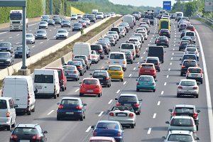 Damit mehr Menschen ein E-Auto kaufen, wurde der Umweltbonus eingeführt.
