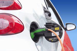 Neuer Elektro-Pkw: Ein Auto zu kaufen weist den Weg in die mobile Zukunft.