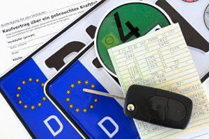Im Kfz-Kaufvertrag müssen gewerblich auftretende Personen die Umsatzsteuer aufführen.