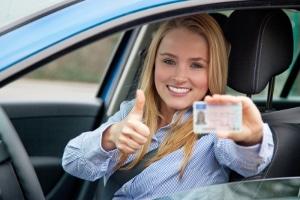 Kfz-Versicherung: Begleitetes Fahren mit 17 kann zu Rabatten führen.