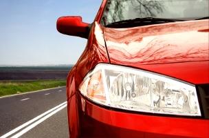 Auch der Lack sollte bei einer umfassenden Autopflege behandelt werden.