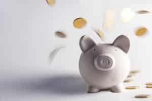Betreiben Sie die Lackpflege selbst, können Sie Geld sparen.