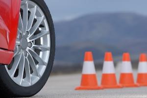 Wenn Sie einen Neuwagen einfahren, sollten Sie auch an die Reifen denken.