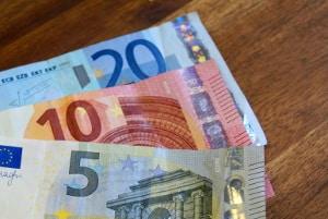 Eine professionelle Motorwäsche kostet zwischen 20 und 60 Euro.