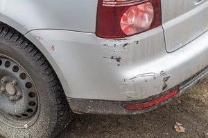Wenn Sie einen reparierten Unfallwagen kaufen, müssen Sie auf offensichtliche Bagatellschäden nicht hingewiesen werden.