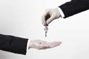Beim Verkaufsvertrag müssen Sie auch beachten, ob das Auto angemeldet übergeben wird.