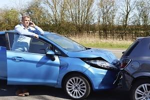 Bei der Vollkasko umfasst der Versicherungsschutz auch Schäden nach einem selbstverschuldeten Unfall.